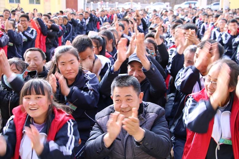 卓尼县柳林中学励志演讲报告会   老   师   :《如何做一名出色的人民图片